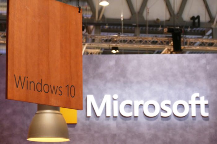 20160224-stock-mwc-microsoft-windows-10-signs-100647702-orig-100696872-large